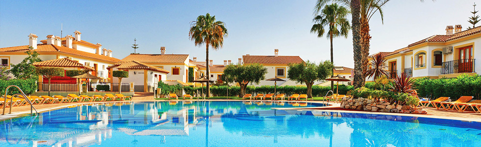 longstay_spanien_costaalmeria_vera-playa_infinti-beach-resort-pool_top_sunbirdie_longstay_980x300