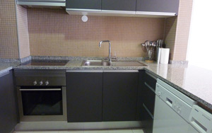 valedolobo_apartments_kitchen_300_sunbirdie_longstay