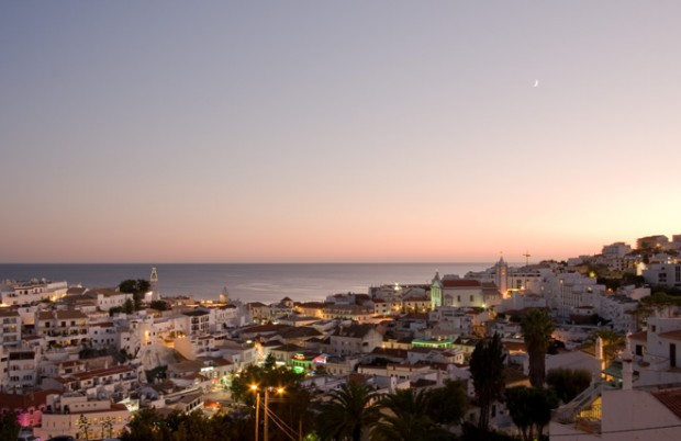 albufeira_albufeira-at-night_sunbirdie-longstay-golf_660
