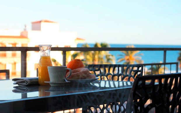 spanien_costa-dorada_cambrils-playa_balcony-breakfast_640x400_sunbirdie-longstay